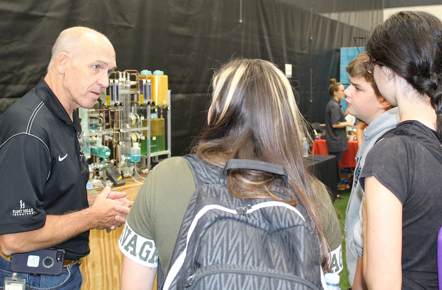 Will and Grundy County Students Attend Manufacturing Day in Joliet
